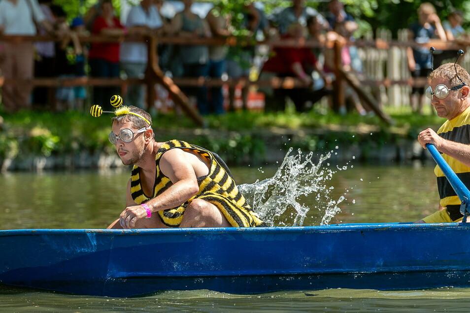 Rückblick auf das Pfingstfest 2019. Da war Stimmung beim traditionellen Badewannenrennen.