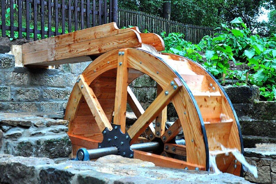 Belohnung am Ziel - Blick aufs restaurierte Mühlrad der Zschoner Mühle.