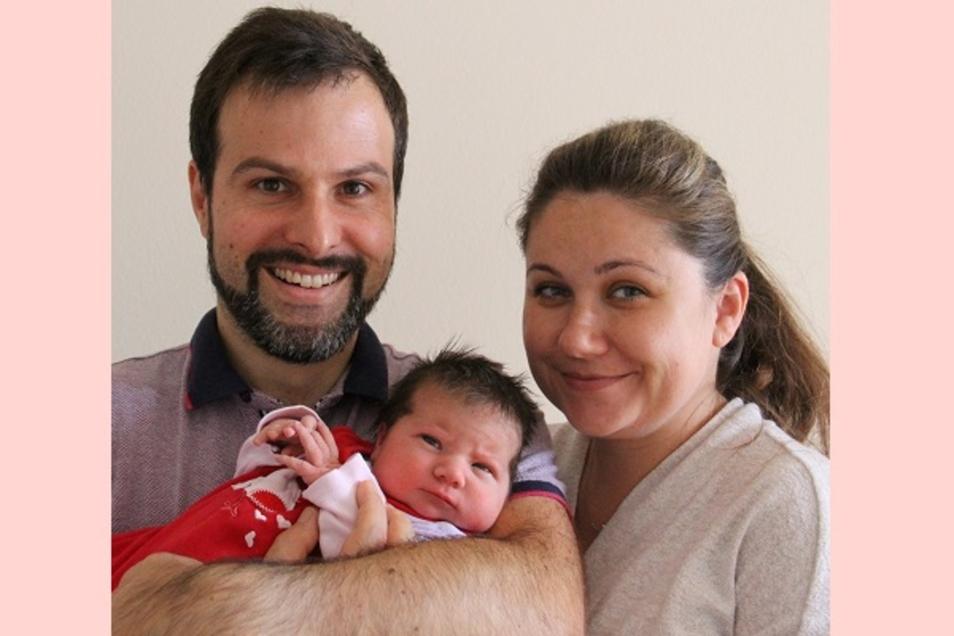 Clara Geboren am 18. August Geburtsort Bautzen Gewicht 3930 Gramm Größe 52 Zentimeter Eltern Karolina und Stephan Jesinghaus Wohnort Neschwitz
