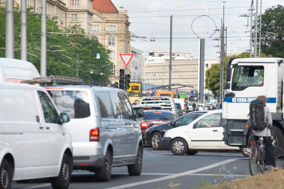 In der Dresdner Innenstadt wird es am Sonnabend eng. Die Stadtverwaltung rät, das Zentrum weiträumig zu umfahren.