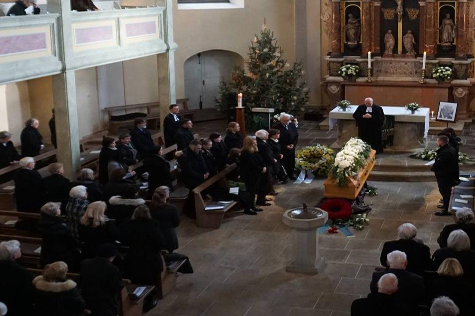 Blick in die Loschwitzer Kirche während des Trauergottesdienstes.