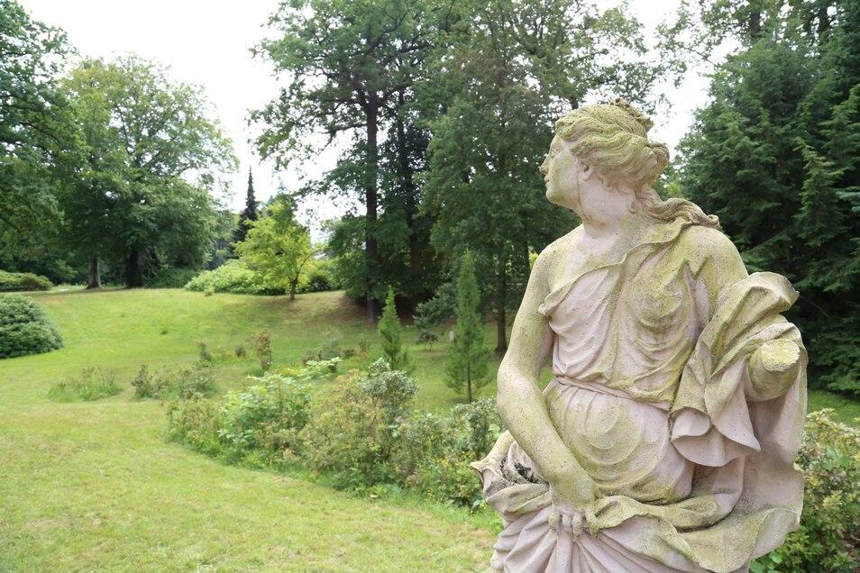 """Romantischer und herzensglühender könnte diese allegorische Figur kaum heißen: """"Liebe mit dem brennenden Herzen""""."""