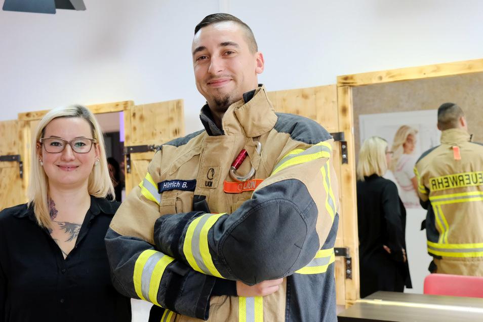 """Sandra Paffrath vom Friseursalon """"Spieglein, Spieglein"""" hat bei ihrer Aktion unter anderem Feuerwehrmann Ben Hirrich kostenlos die Haare geschnitten."""