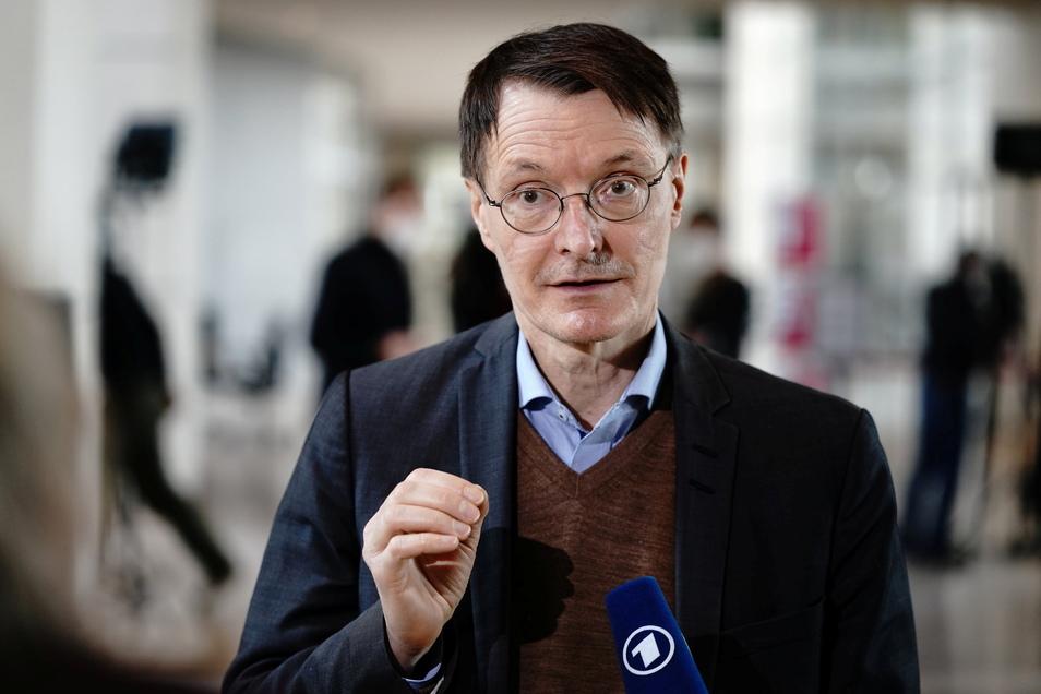 Der SPD-Politiker Karl Lauterbach rät zur Vorsicht.