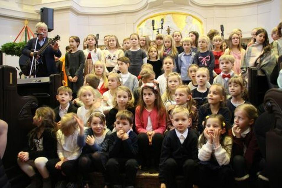 Das Weihnachtskonzert mit Rolf Zuckowski vor vier Jahren war einer der Höhepunkte in der Schulgeschichte.