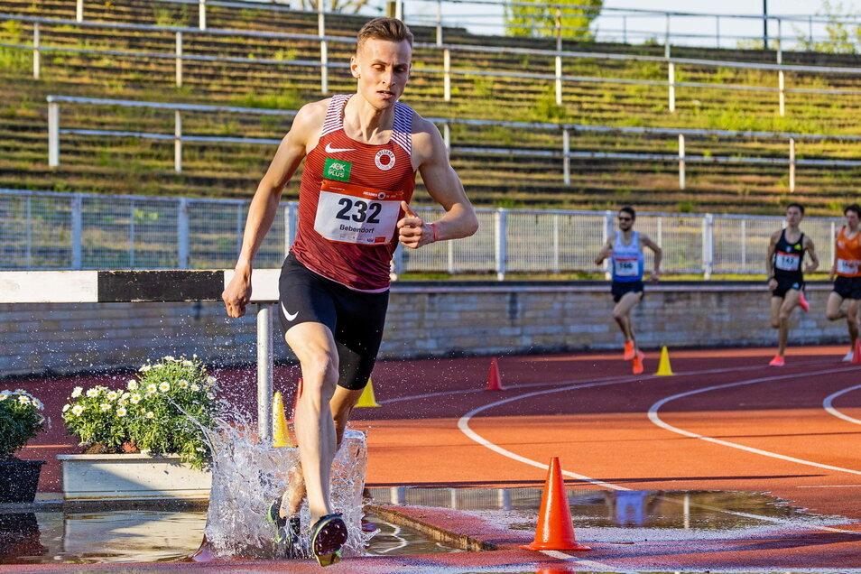 Karl Bebendorf lief bei seinem ersten Hindernisrennen im heimischen Steyer-Stadion fast einen Rekord.