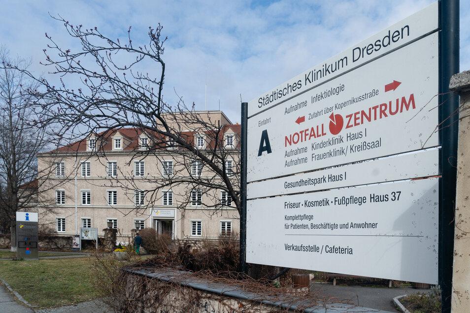 Schafft es das Städtische Klinikum in Dresden aus den roten Zahlen? Bis zum Herbst soll ein Zukunftskonzept feststehen.