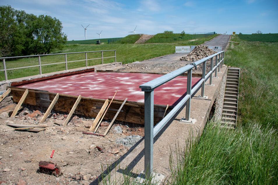 Zuletzt wurde auf der S36 noch die Brücke zwischen der B169 und Reichenbach saniert. Auch diese Arbeiten sind abgeschlossen und die Staatsstraße ab Donnerstag wieder durchgängig frei.