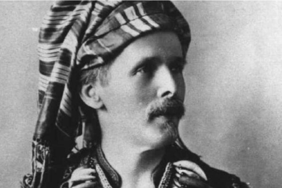 """Der Schriftsteller Karl May hat die """"Indianer"""" verehrt und sie als """"edle Wilde"""" bezeichnet. Heute wissen wir, dass auch die Bezeichnung """"Wilde"""" für die Ureinwohner Nordamerikas diskriminierend ist."""