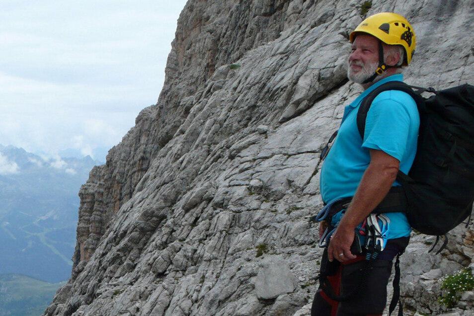 Joe Balzer unterwegs in den Alpen. Er verfügte über jahrzehntelange Klettererfahrung. Freund rätseln deshalb, wie es zu dem Unfall Anfang September kommen konnte.