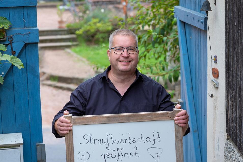 Steffen Rößler hat in einem fränkischen Weingut gearbeitet und kehrte dann als Verantwortlicher für die Weinproduktion der Hoflößnitz nach Radebeul zurück. 2011 gründete er den Winzerhof Rößler.