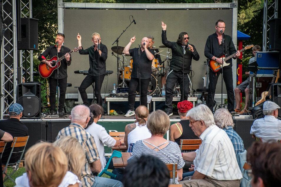 Ende Juli 2020 gab es mit der Band SK5 nach der Corona-Pause erstmals wieder ein Konzert im Döbelner Bürgergarten.