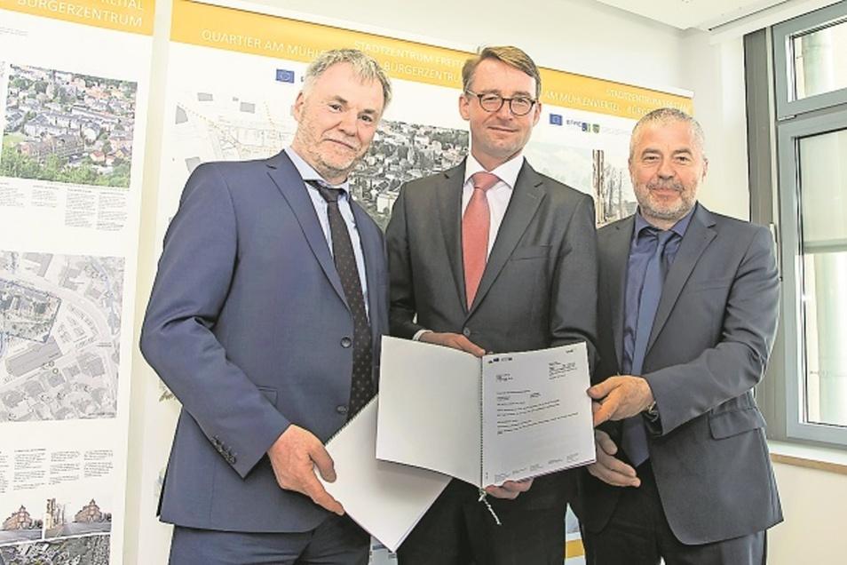 Oberbürgermeister Uwe Rumberg, Innenminister Roland Wöller und Landrat Michael Geisler (v. l.) unterstützen das Vorhaben.