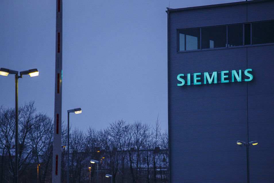 Siemens-Schriftzug an einer Montagehalle in Görlitz