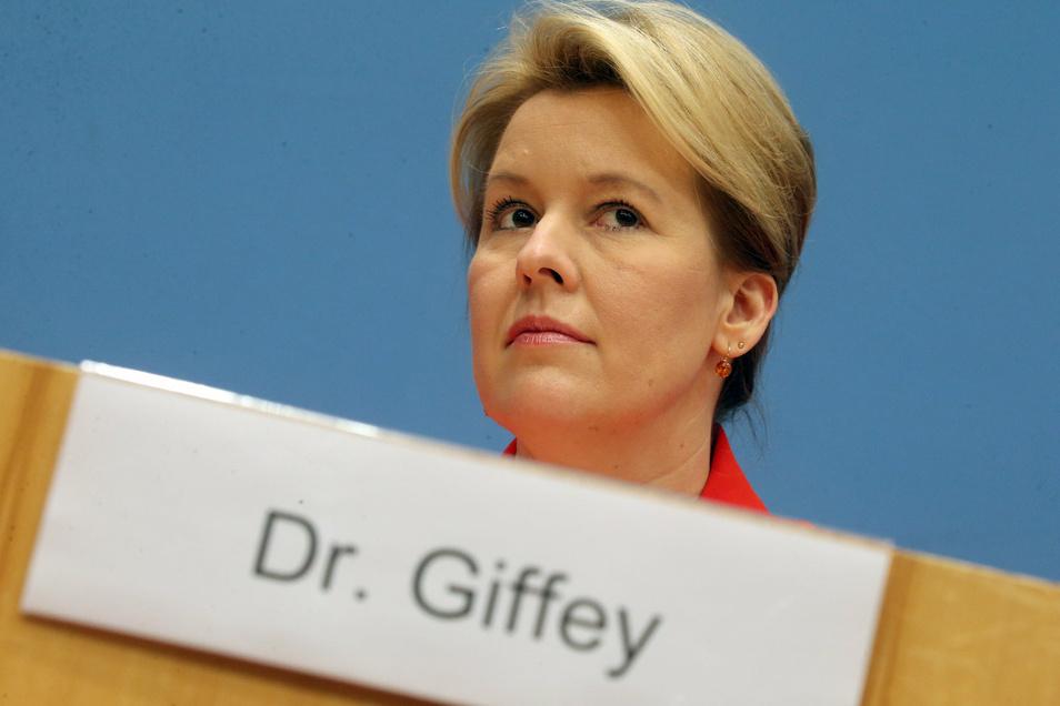 Das Dr. auf dem Namensschild von Franziska Giffey (SPD), Bundesfamilienministerin, muss jetzt entfernt werden.