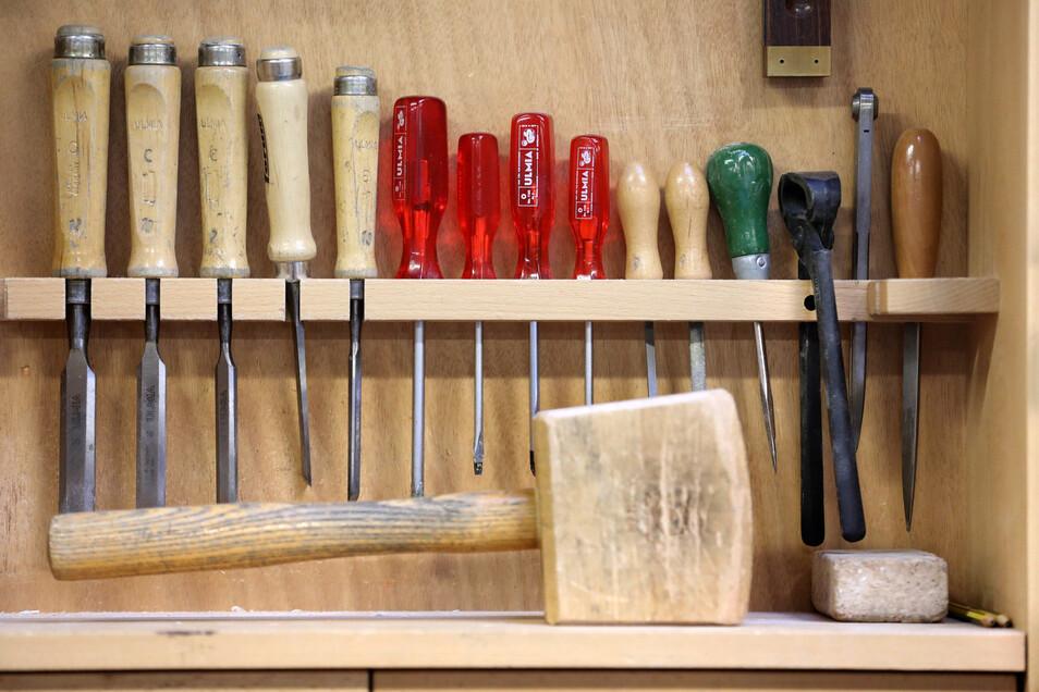 Holzverarbeitung ist einer der Handwerksbereiche, in denen die Schüler sich beweisen können.