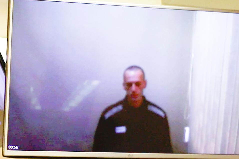 Kremlgegner Alexej Nawalny - abgemagert und mit kahl geschorenem Kopf.