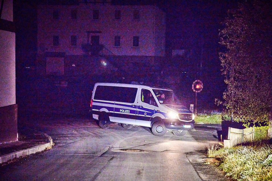 Die Polizei löste am Wochenende einen rechten Liederabend in Kleinhennersdorf auf. Einige der Teilnehmer fielen bereits bei Randalen in Pfaffendorf auf.