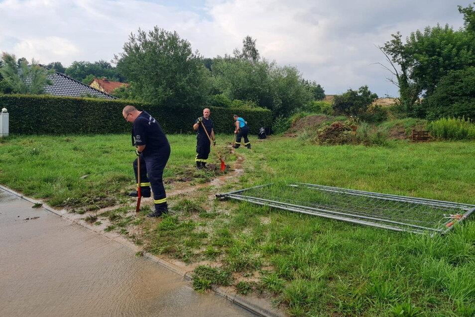 Im Juli hatte die Feuerwehr in Nickritz Wasser ableiten müssen, das vom Feld ins Wohngebiet gelaufen war.