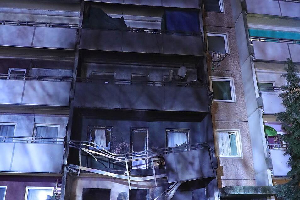 Verheerend waren die Folgen dieses Wohnungsbrandes in einem Mehrfamilienhaus in der Dresdner Sanddornstraße. Kurz vor Weihnachten hatte ein 58-jähriger Alkoholiker in seiner Wohnung gezündelt - offenbar aus Frust über sich selbst.