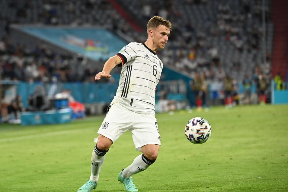 Gegen Frankreich agierte. Joshua Kimmich auf der rechten Außenbahn. Gegen Portugal könnte er schon wieder ins defensive Mittelfeld rutschen.