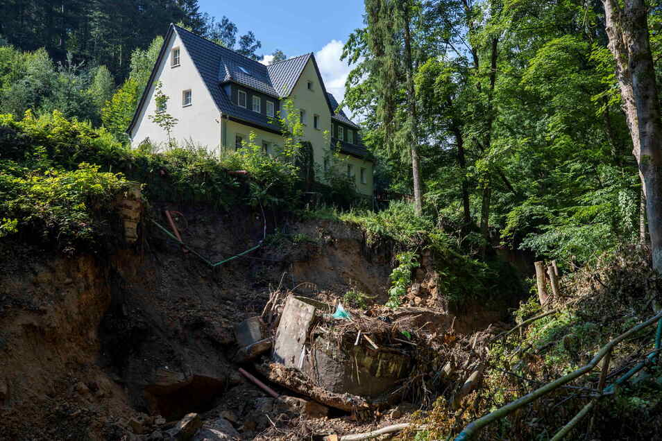 Ferienheim Kuckuckswinkel im Hirschgrund: Der Hang ist vorerst stabil, das hat eine mehrtägige Messung des THW ergeben. Bei erneutem Starkregen besteht allerdings Gefahr.