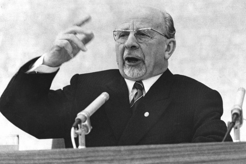 Der 1. Sekretär der SED und Vorsitzende des Staatsrates der DDR, Walter Ulbricht, aufgenommen am Neujahrstag 1970 in Ostberlin (DDR) während einer Rede.