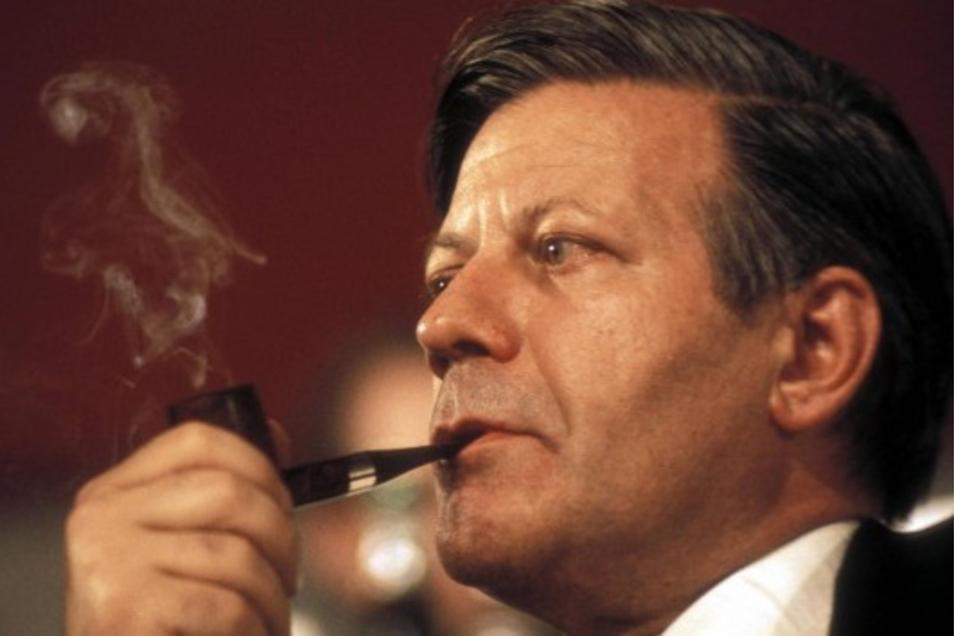 Vor allem sein Festhalten am Nato-Doppelbeschluss und der Nachrüstung hat Helmut Schmidt in seinen reihen mehr und mehr isoliert, bis auch er von Gescher und Kohl zu Fall gebracht wurde.