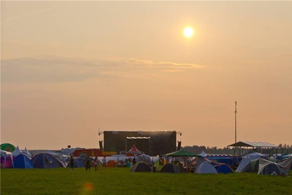 Blick auf das Geländes des Seenlandfestivals 2013 am Partwitzer See bei Hoyerswerda.