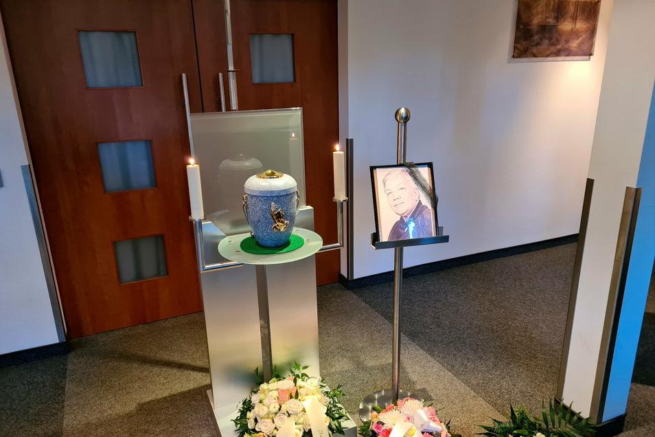 Gisela D. ist mit 91 Jahren an Corona verstorben. Ihre letzten Lebensjahre verbrachte sie in einem Altenheim in Dresden.
