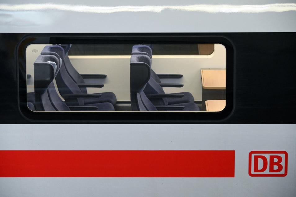 Die Zahl der Zugreisen ist wegen der Corona-Pandemie stark gesunken.