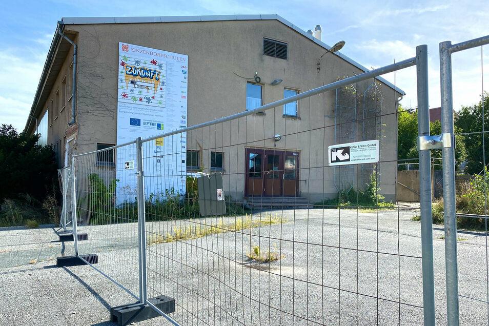 Die alte Turnhalle war früher eine Kartoffelsortieranlage. Sie soll weggerissen und an ihrer Stelle eine neue gebaut werden.