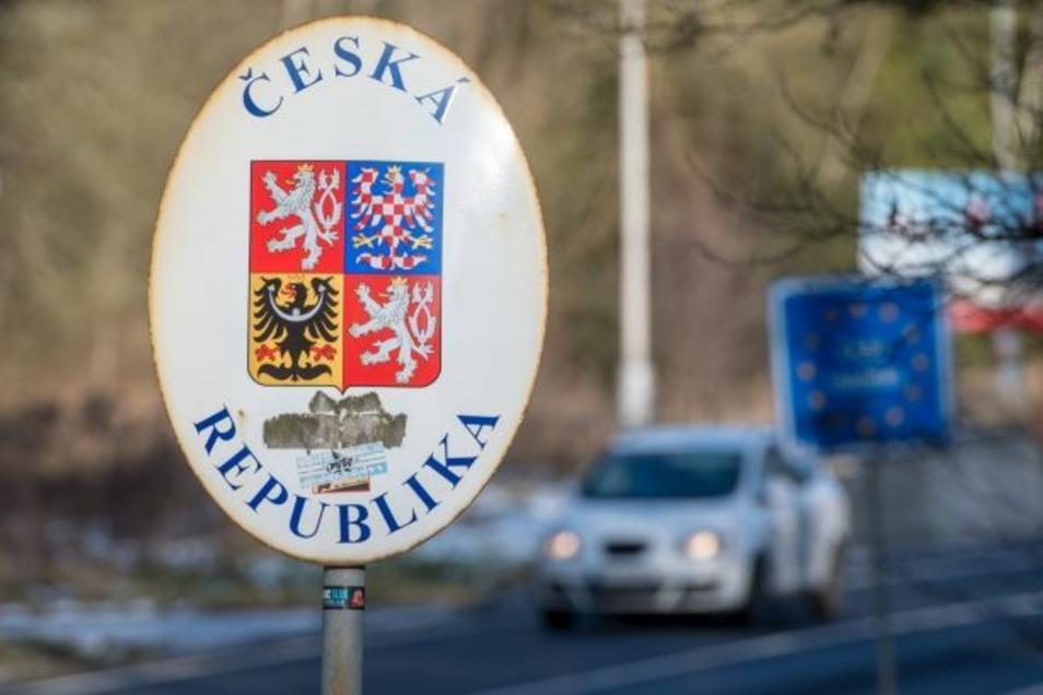 Bisher gilt in Tschechien noch, dass die Einreise aus sogenannten grünen Ländern mit geringem Corona-Risiko wie Deutschland ohne Auflagen möglich ist - das ändert sich nun.