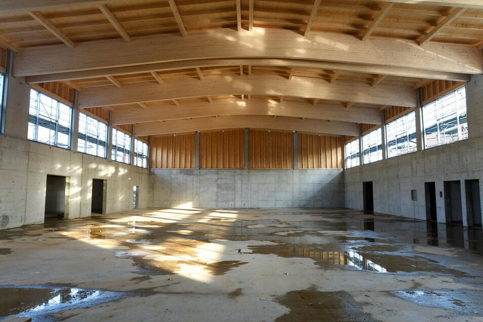 Der Rohbau der neuen Turnhalle von innen.