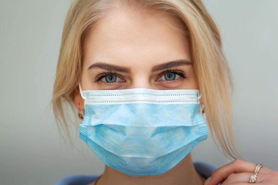 Das tägliche Tragen einer Schutzmaske kann die Gesichtshaut erheblich strapazieren. Sanfte Pflege auf natürlicher Basis beruhigt und schützt.