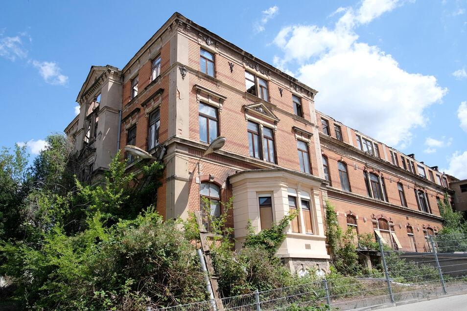 Im Gebäudekomplex des ehemaligen Landkrankenhauses in Meißen-Cölln finden derzeit Arbeiten zur Notsicherung statt.