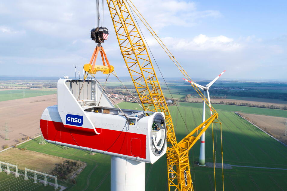 2017 entstand dieses Bild im Windpark Streumen vom Bau einer Windkraftanlage der Marke Vestas im Auftrag der Enso. Der Turm befindet sich in rund 125 Meter Höhe. Nächstes Jahr wird wieder gebaut.