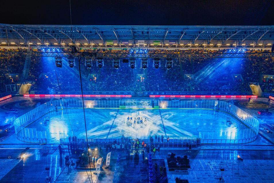 Mit Lichtshows und Musik bieten die Veranstalter des Hockey-Open-Air den Zuschauern ein stimmungsvolles Rahmenprogramm. Das ist allerdings auch ein Kostenfaktor.