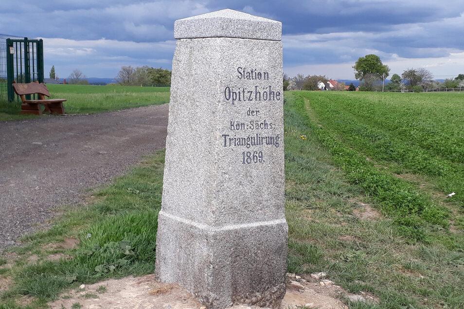 Der historische Vermessungspunkt Opitzhöhe bei Weißig wurde 1869 angelegt.