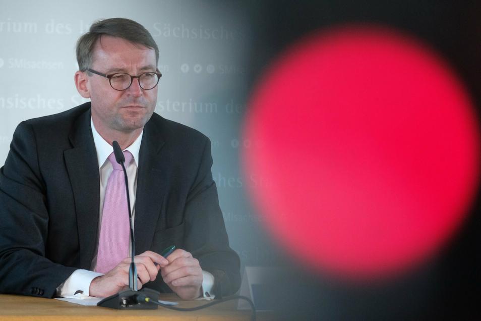 Roland Wöller hält als Innenminister des Landes Sachsen dagegen.