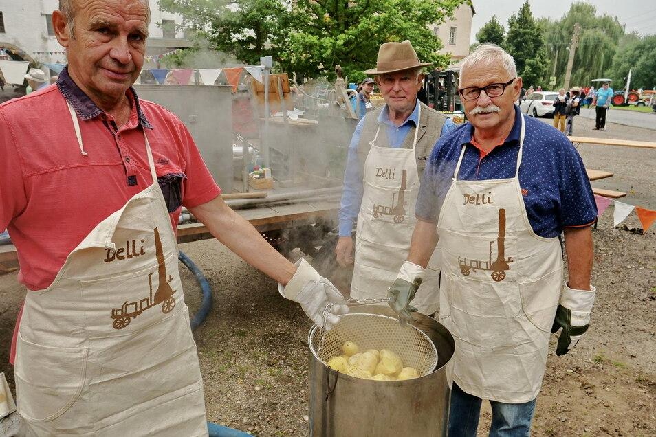 Die Männer mit den Kartoffeln: Peter Kühne, Frank Kühne und Bernd Röder (v.l.n.r.)