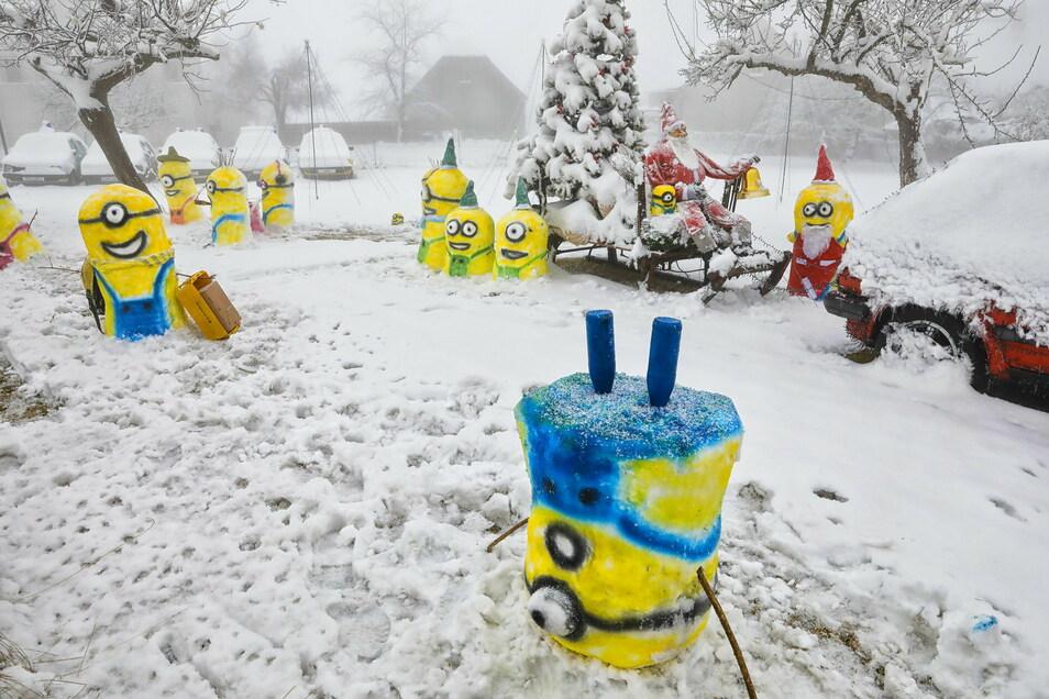 Minions machen auch verrückte Sachen - wie Kopfstand im Schnee.