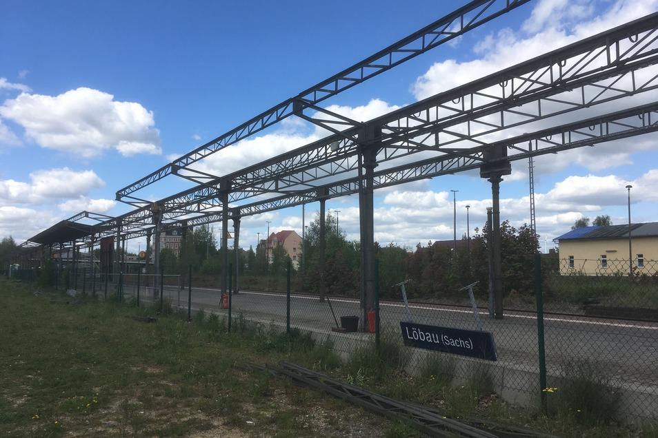 Die Bahnsteigüberdachung am Bahnhof Löbau wird großflächig entfernt.