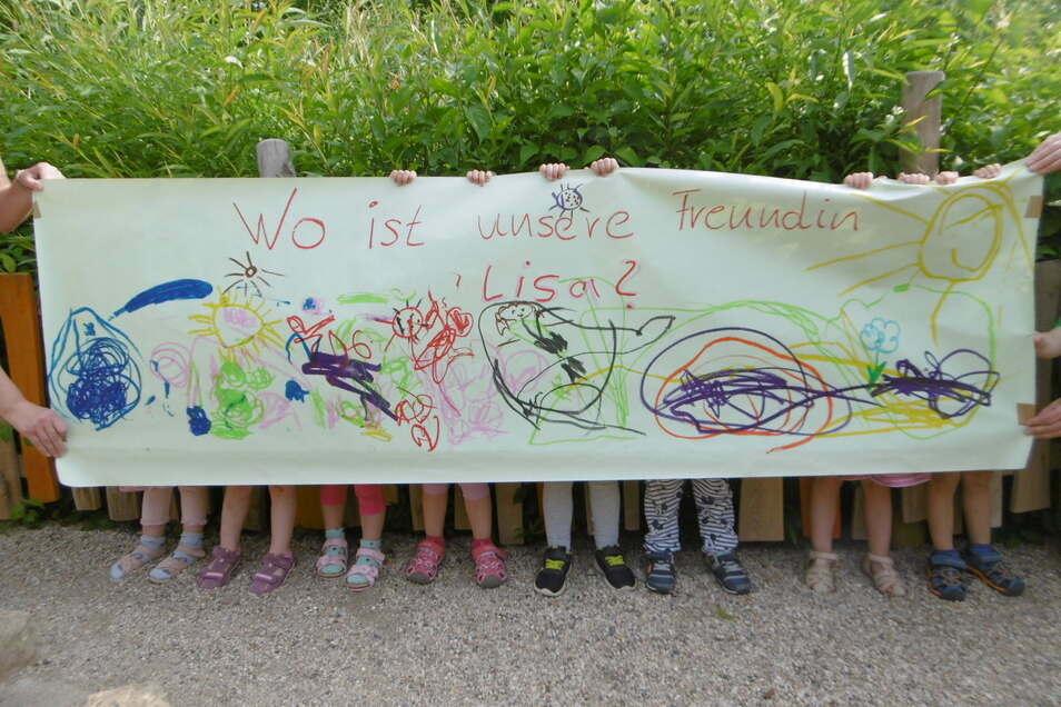 Die Mädchen und Jungen der AWO-Kita in Pirna-Sonnenstein möchten, dass ihre nach Tiflis abgeschobenen Spielfreunde wieder zurückkommen.