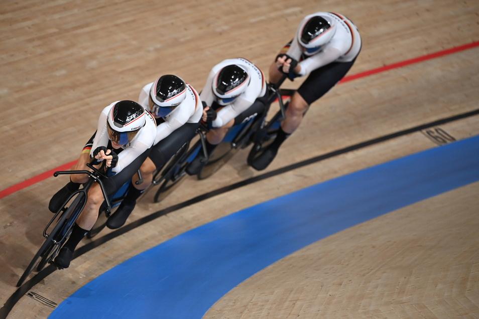 Drei Rennen, drei Weltrekorde - das ist die Tokio-Bilanz des deutschen Bahn-Vierers der Frauen.