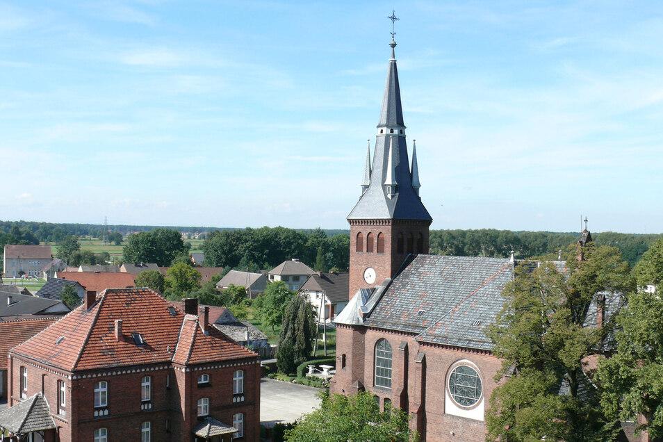Blick auf die katholische Kirche im oberschlesischen Chronstau. Die Gemeinde pflegt eine Partnerschaft mit der Uhrenstadt Glashütte.
