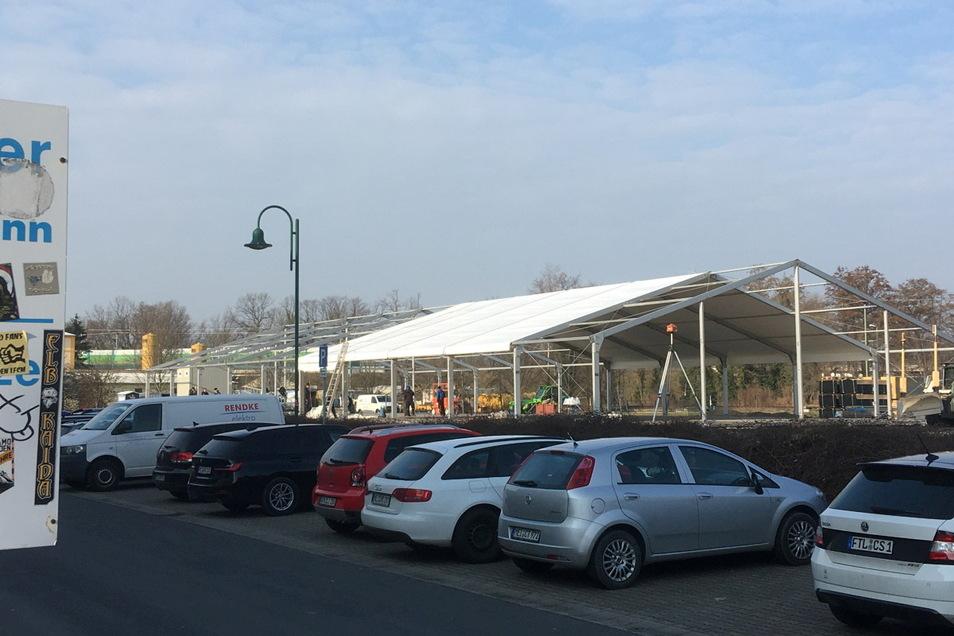 Die Aldi-Ausweichhalle an der Auenstraße soll ab 7. April, also nach Ostern, mit dem Verkauf beginnen.