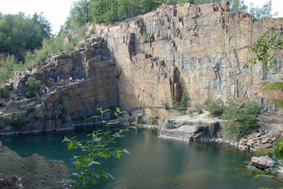 """Einer der beliebtesten Steinbrüche in den Königshainer Bergen ist jener mit der berühmten """"Ja-Wand"""". Hier passierte am Montag auch der Unfall."""