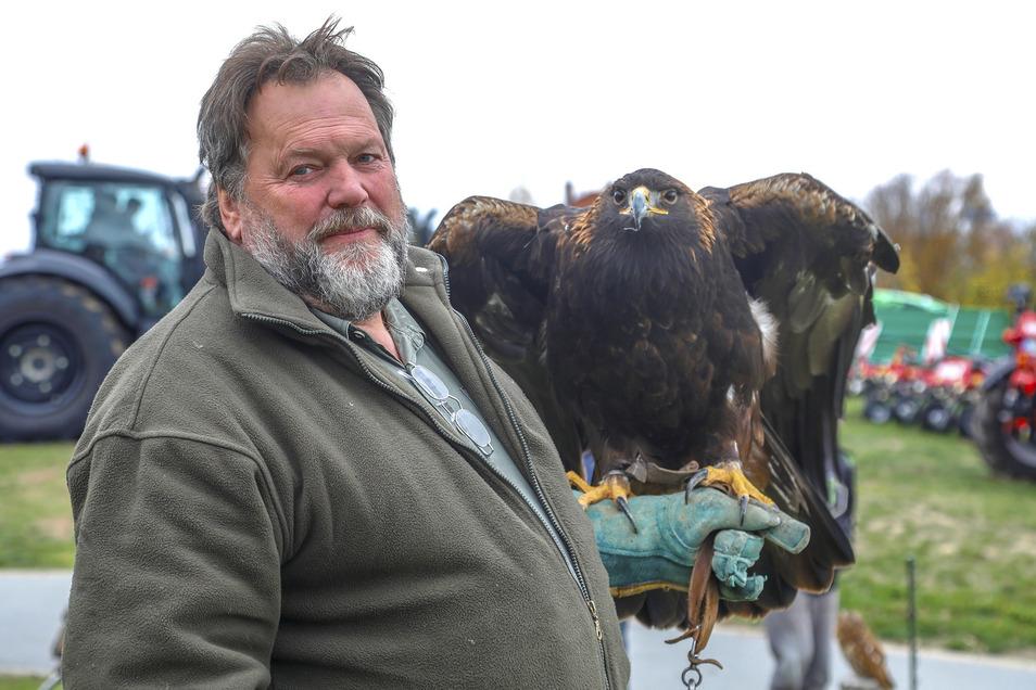Christian Siegert mit Adler Shila.