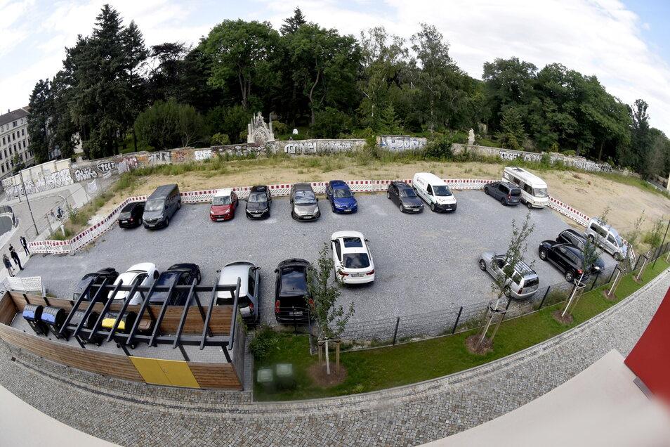 Zurzeit ist es ein provisorischer Parkplatz neben der 148. Grundschule